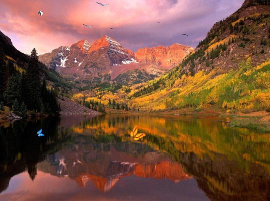 Wonderful Lake Mountain Screensaver